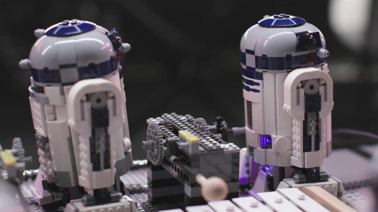 Tema de Star Wars tocado por uma orquestra de…LEGO