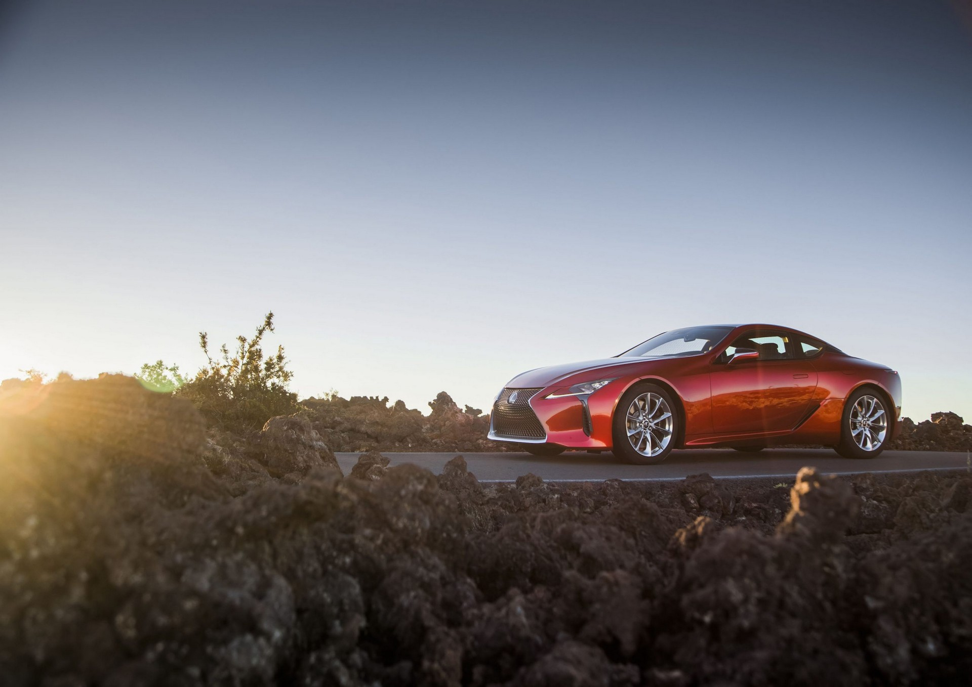 Lexus LC com ligeiras alterações a tempo do Verão