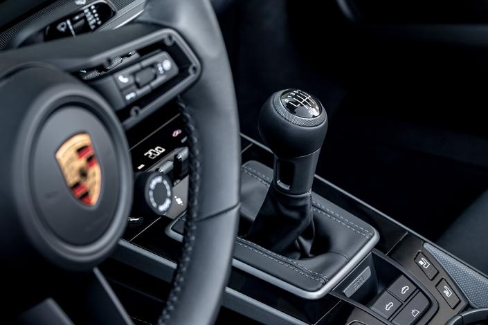 """""""Respirem fundo"""": Continua a existir um Porsche 911 manual"""
