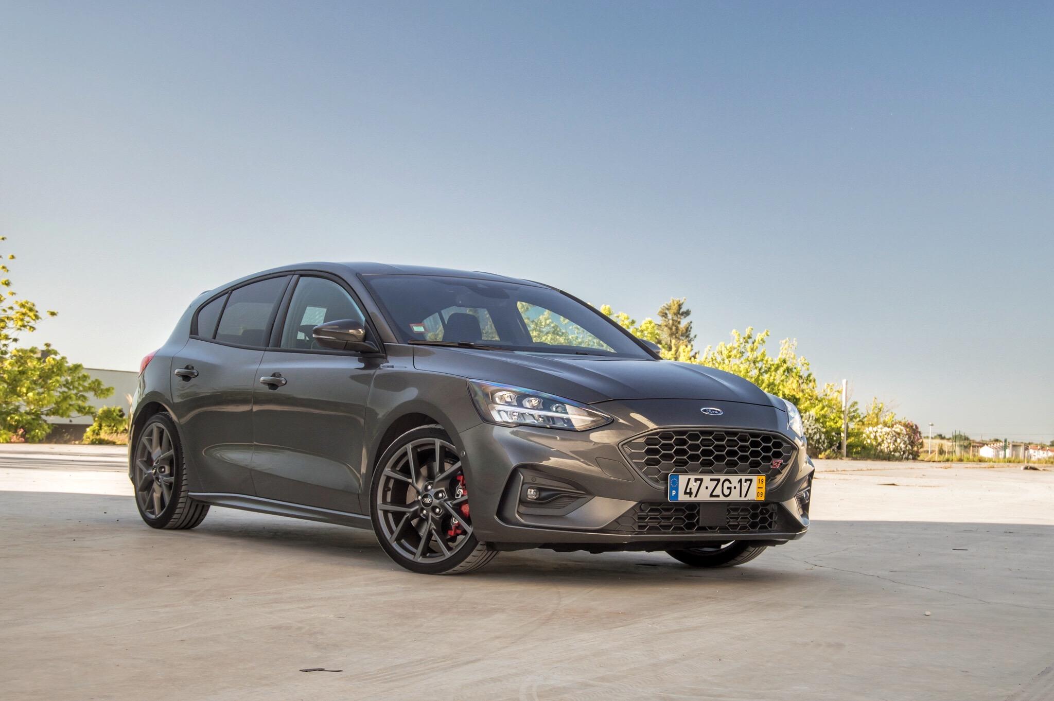 Teste ao Ford Focus mais potente que podes comprar