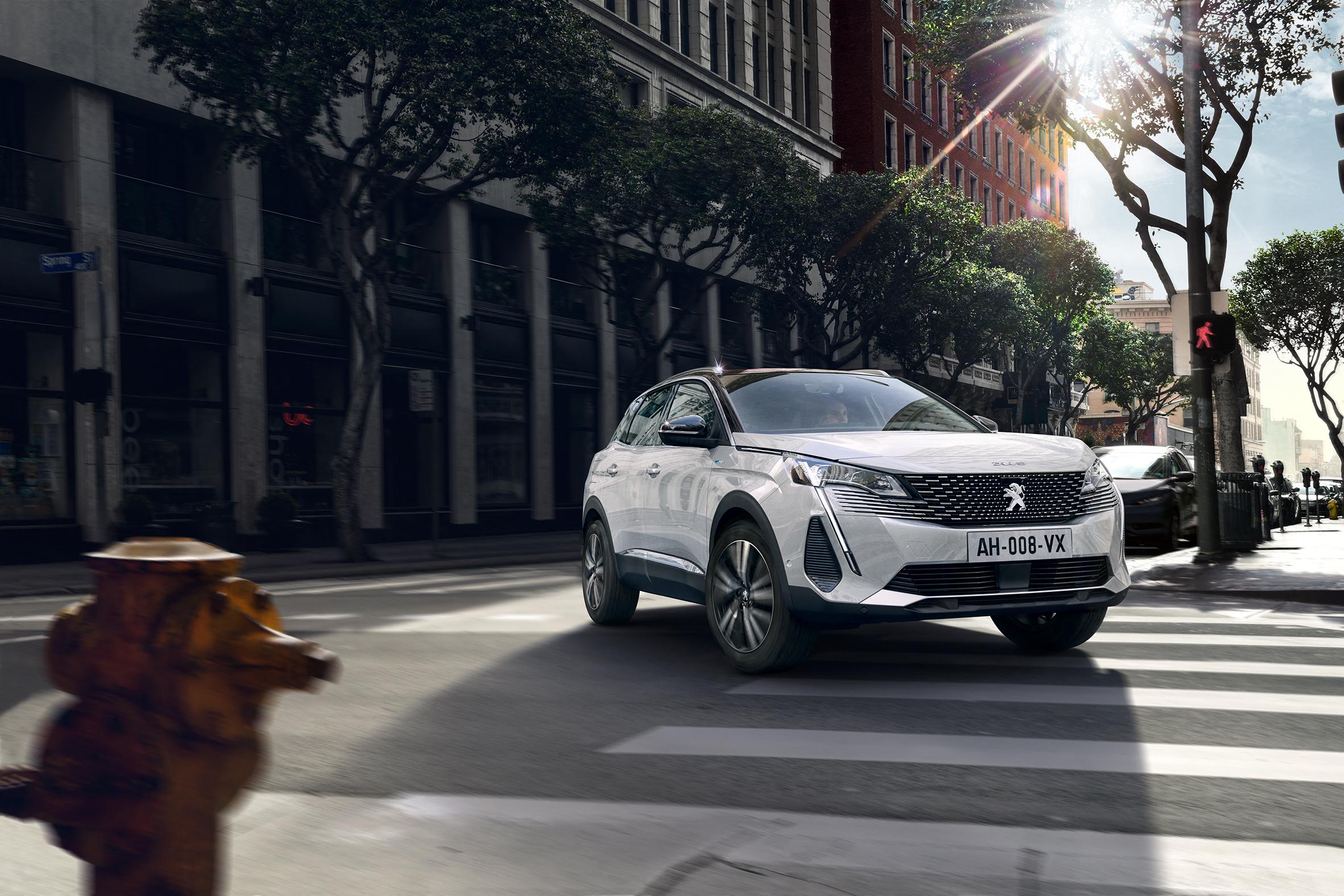 Peugeot quer continuar sucesso e apresenta renovação do 3008